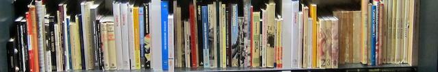 A large quantity of books  ((Qty))