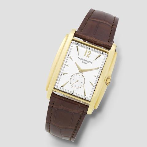 Patek Philippe. A fine 18K gold manual wind rectangular wristwatch  Gondolo, Ref: 5124J, Circa 2015