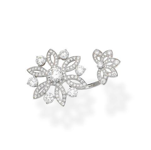 Elvina: Diamond flower ring