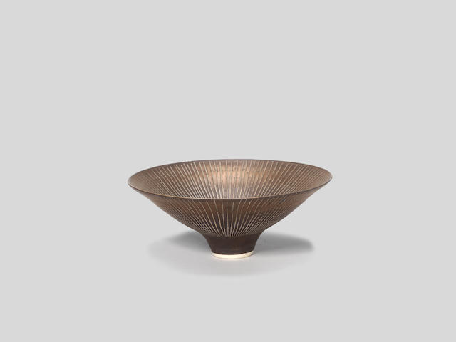 Lucie Rie Flared and footed bowl, circa 1982