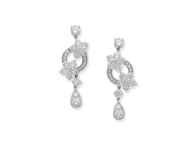 GRAFF: DIAMOND 'ROSETTE' PENDENT EARRINGS