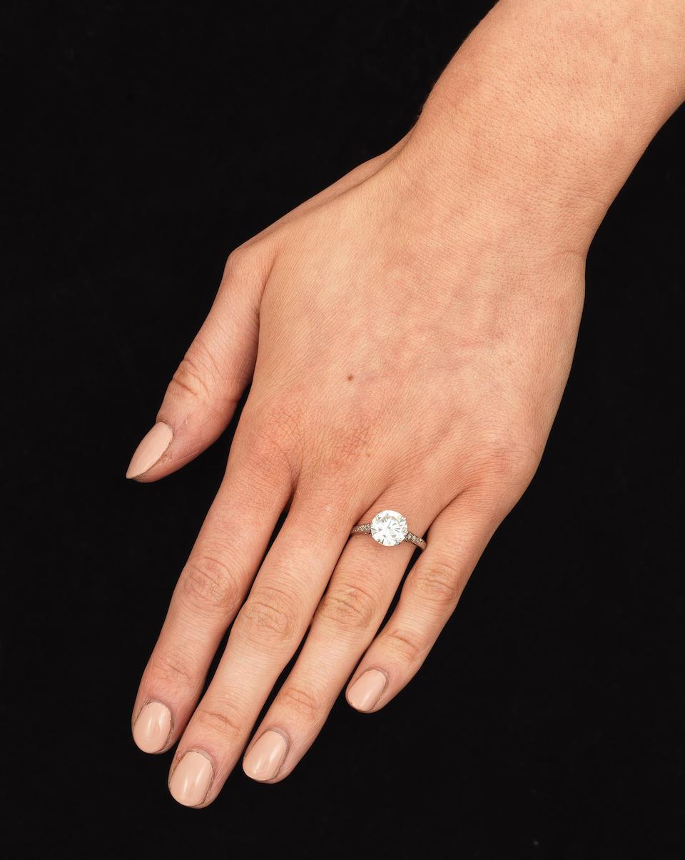 SINGLE-STONE DIAMOND RING
