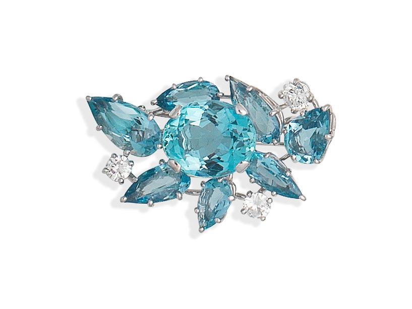 AQUAMARINE AND DIAMOND CLUSTER BROOCH,