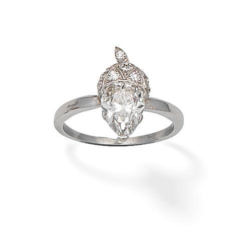A pine shape, Aprox 2 cts diamond ring