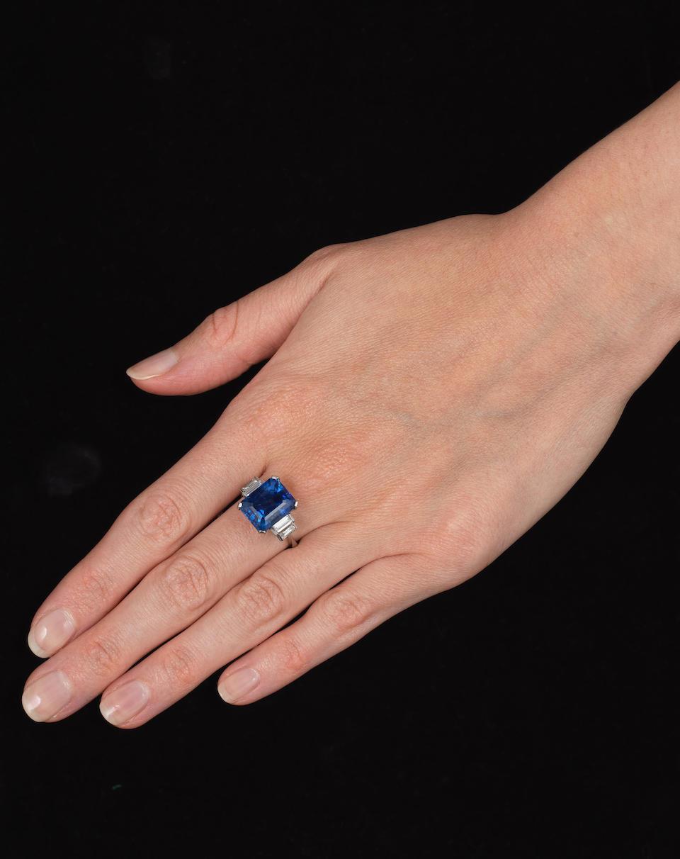 SAPPHIRE AND DIAMOND RING,